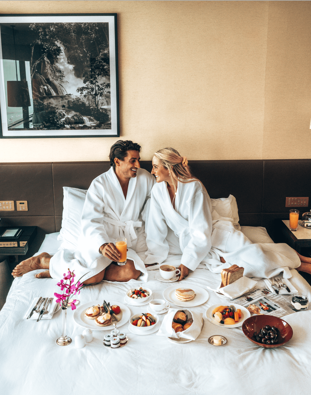 grand hyatt hong kong breakfast in bed