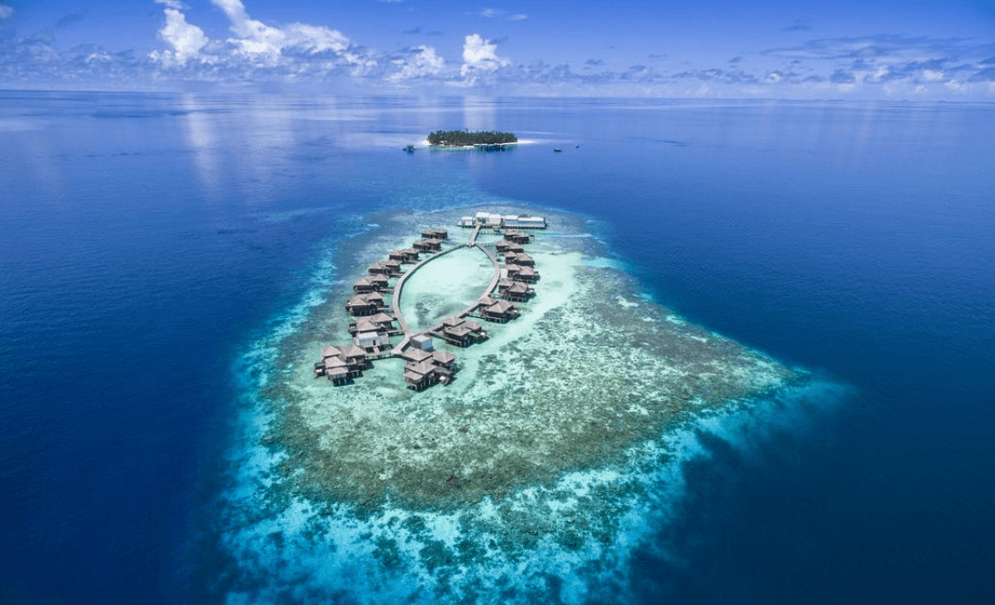 Overwater villas at Raffles Meradhoo Maldives