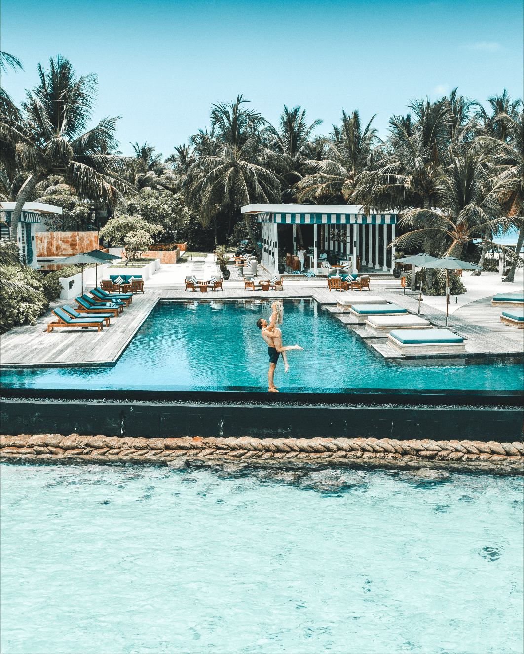 raffles meradhoo maldives pool